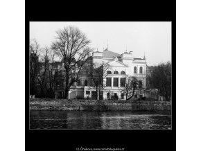 Budova na Slovanském ostrově (942), Praha 1960 říjen, černobílý obraz, stará fotografie, prodej