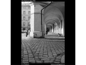 Podloubí (931), Praha 1960 říjen, černobílý obraz, stará fotografie, prodej