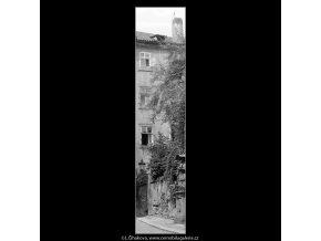 Zákoutí v Jánské (888), Praha 1960 srpen, černobílý obraz, stará fotografie, prodej
