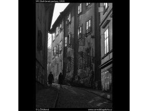 Dvě černé postavy (991), žánry - Praha 1959 , černobílý obraz, stará fotografie, prodej