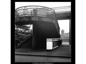 Schodiště z nábřeží (1225-3), žánry - Praha 1961 srpen, černobílý obraz, stará fotografie, prodej