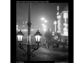 Večerní Václavské náměstí (1006-2), Praha 1960 prosinec, černobílý obraz, stará fotografie, prodej