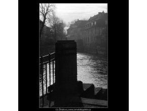 Pohled na Čertovku (1022-1), Praha 1960 prosinec, černobílý obraz, stará fotografie, prodej