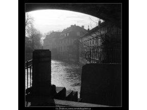 Pohled na Čertovku (1022-2), Praha 1960 prosinec, černobílý obraz, stará fotografie, prodej