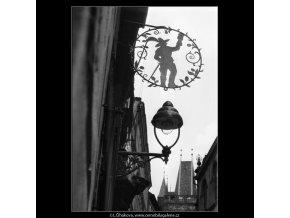 Mušketýr (1029), Praha 1960 říjen, černobílý obraz, stará fotografie, prodej