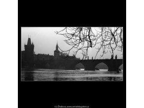Karlův most (1088-4), Praha 1961 březen, černobílý obraz, stará fotografie, prodej