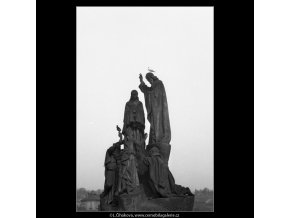 Socha Karlova mostu (1088-6), Praha 1961 březen, černobílý obraz, stará fotografie, prodej