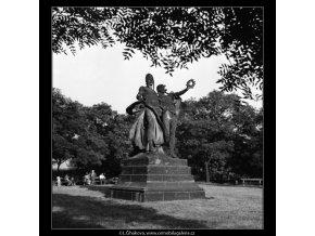 Sousoší J.V.Myslbeka (1171-5), Praha 1961 červen, černobílý obraz, stará fotografie, prodej