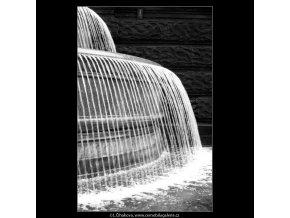 Voda ve fontáně (1251-1), Praha 1961 červen, černobílý obraz, stará fotografie, prodej