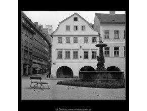 Z Uhelného trhu (1266-2), Praha 1961 , černobílý obraz, stará fotografie, prodej