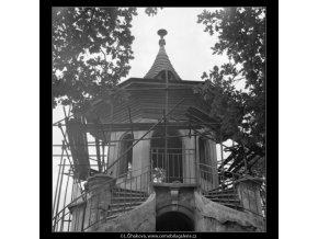 Čínský altán při opravě (1245-9), Praha 1962 , černobílý obraz, stará fotografie, prodej