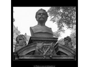 Pomník V.Hálka (1193-1), Praha 1961 srpen, černobílý obraz, stará fotografie, prodej