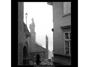 Sochy Karlova mostu (1314-3), Praha 1961 září, černobílý obraz, stará fotografie, prodej