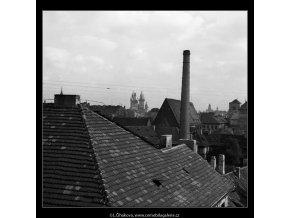 Střechy a komíny (1315-3), Praha 1961 léto, černobílý obraz, stará fotografie, prodej