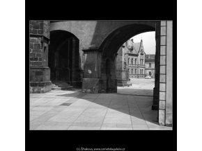 Hradní nádvoří (1323), Praha 1961 , černobílý obraz, stará fotografie, prodej