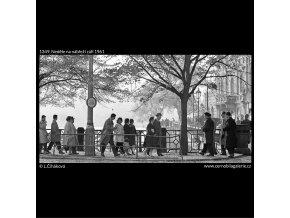 Neděle na nábřeží (1349), Praha 1961 září, černobílý obraz, stará fotografie, prodej