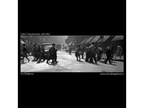 Na přechodu (1362-1), Praha 1961 září, černobílý obraz, stará fotografie, prodej