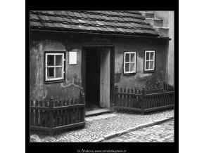 Zlatá ulička (1368-11), Praha 1961 listopad, černobílý obraz, stará fotografie, prodej
