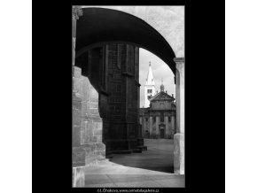 Věž Kostela sv.Jiří (1385-1), Praha 1961 prosinec, černobílý obraz, stará fotografie, prodej