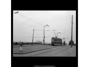 Tram u Palackého mostu (1405), Praha 1961 , černobílý obraz, stará fotografie, prodej