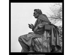 Pomník J.E.Purkyně (1416-4), Praha 1962 leden, černobílý obraz, stará fotografie, prodej