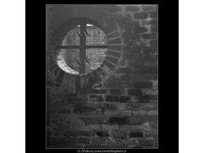 Zídka s mřížkou v kruhu (1548), Praha 1962 duben, černobílý obraz, stará fotografie, prodej