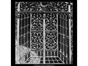 Mřížoví Vlašské kaple (1568), Praha 1962 duben, černobílý obraz, stará fotografie, prodej