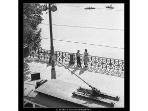 Na nábřeží (1651), Praha 1962 červen, černobílý obraz, stará fotografie, prodej