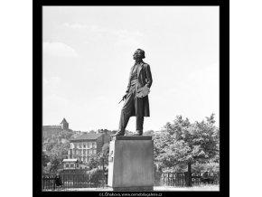 Pomník Josefa Mánesa (1656), Praha 1962 červen, černobílý obraz, stará fotografie, prodej