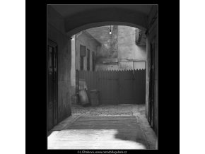 Pohled do průjezdu (1678), Praha 1962 červenec, černobílý obraz, stará fotografie, prodej