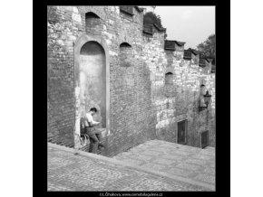 Čtenář ve výklenku (1526-2), žánry - Praha 1961 léto, černobílý obraz, stará fotografie, prodej
