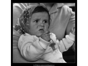 Podmračené dítě (1569), žánry - Praha 1962 duben, černobílý obraz, stará fotografie, prodej