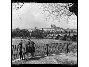 Pohled k Hradčanům (1596-4), žánry - Praha 1962 duben, černobílý obraz, stará fotografie, prodej