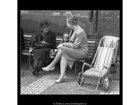 V družném hovoru (1636), žánry - Praha 1962 květen, černobílý obraz, stará fotografie, prodej