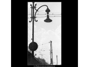Pouliční lampa (1668-2), žánry - Praha 1962 červen, černobílý obraz, stará fotografie, prodej