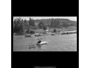 Na Vltavě (1669-1), žánry - Praha 1962 červen, černobílý obraz, stará fotografie, prodej