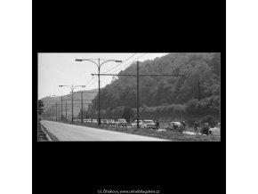 Auta na silnici (1669-2), žánry - Praha 1962 červen, černobílý obraz, stará fotografie, prodej