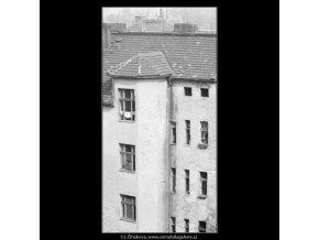 Okna do dvora (1944), žánry - Praha 1962 , černobílý obraz, stará fotografie, prodej