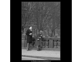 Dva kluci fotografují (1956), žánry - Praha 1962 prosinec, černobílý obraz, stará fotografie, prodej