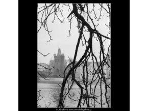 Staroměstská mostecká věž (1930), Praha 1962 prosinec, černobílý obraz, stará fotografie, prodej