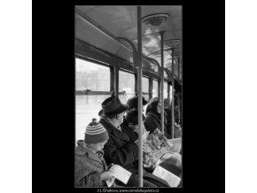 Lidé v tramvaji (1931), žánry - Praha 1962 prosinec, černobílý obraz, stará fotografie, prodej
