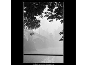 Část mostu 1.máje (1974), Praha 1962 podzim, černobílý obraz, stará fotografie, prodej