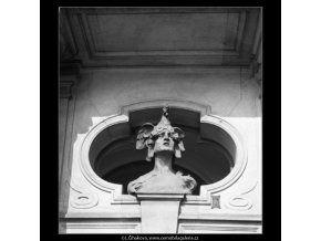Plastika na štítě (1979), Praha 1962 , černobílý obraz, stará fotografie, prodej