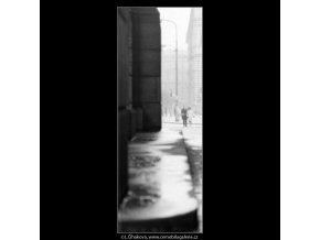 Milenci (1997), žánry - Praha 1963 leden, černobílý obraz, stará fotografie, prodej