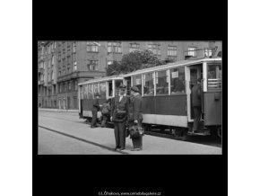 Střídání směny tramvajáků (1938), žánry - Praha 1962 , černobílý obraz, stará fotografie, prodej