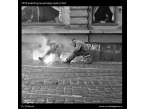 Svářeči spravují koleje (1995), žánry - Praha 1963 leden, černobílý obraz, stará fotografie, prodej