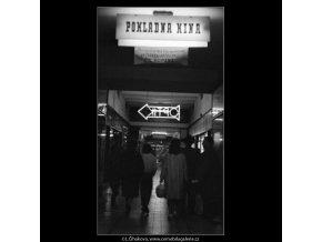 Z pasáže kina Praha (1839-1), žánry - Praha 1962 září, černobílý obraz, stará fotografie, prodej