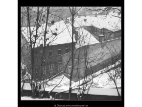 Zasněžené stříšky (2000), Praha 1963 leden, černobílý obraz, stará fotografie, prodej