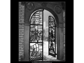 Mřížová vrata (2033), Praha 1963 srpen, černobílý obraz, stará fotografie, prodej