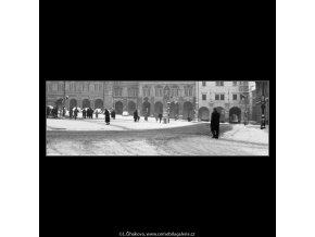 Malostranské náměstí v zimě (2038-1), Praha 1963 zima, černobílý obraz, stará fotografie, prodej